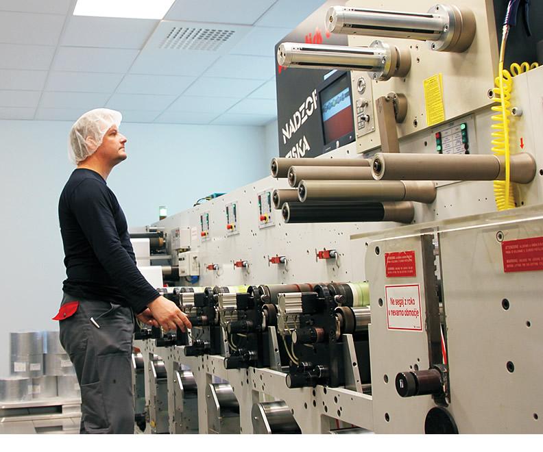 Delavec na tiskarskem stroju